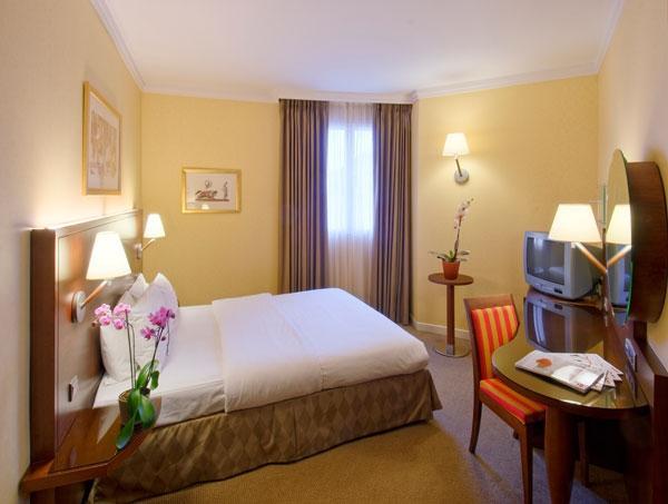 Camere Disneyland Hotel : Camere hotel magic circus at disneyland paris parigi